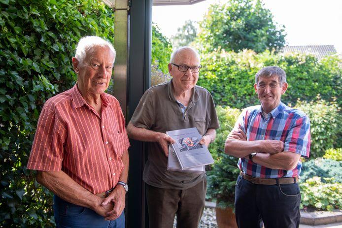 Jan Nikkels, Henk Grobben en Johan Jansen uit Holten hebben een boekje geschreven over het leven van Herman Klein Velderman, oprichter van Nido Universal Machines