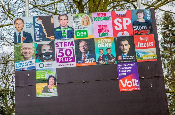 Een verkiezingsbord in Deventer.