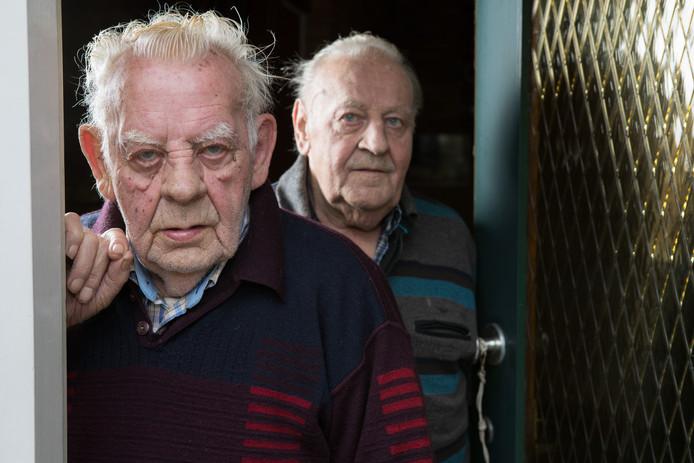 Heeten overvallen broers Frans (op achtergrond) en Hein Oldeniel.