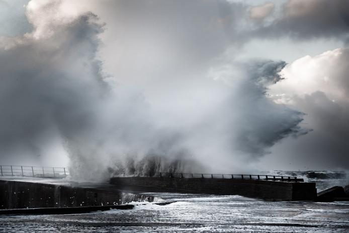 Woeste zee in Scheveningen