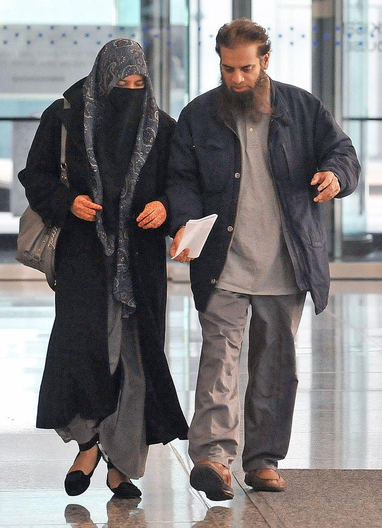 De ouders van Mohammed Hamzah Khan bij de rechtbank, waar hun zoon werd voorgeleid. Beeld ap