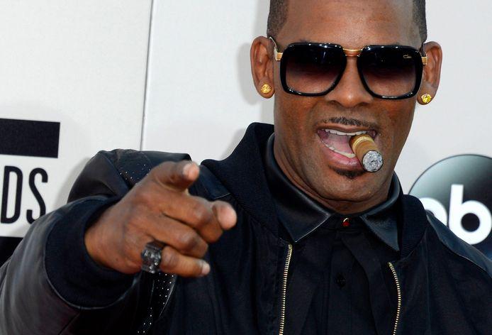 Amerikaanse zanger R. Kelly tijdens de 41ste American Music Awards in Los Angeles op 24 november 2013.