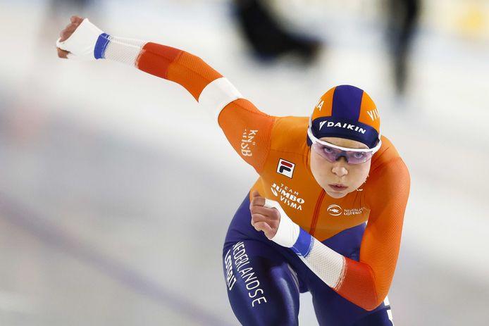 Joy Beune in actie op de 3000 meter tijdens de wereldbeker schaatsen in Thialf.