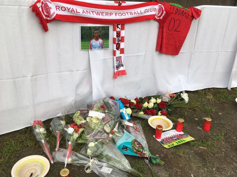 De club richtte een rouwhoekje in waar mensen bloemen of een boodschap konden achterlaten.