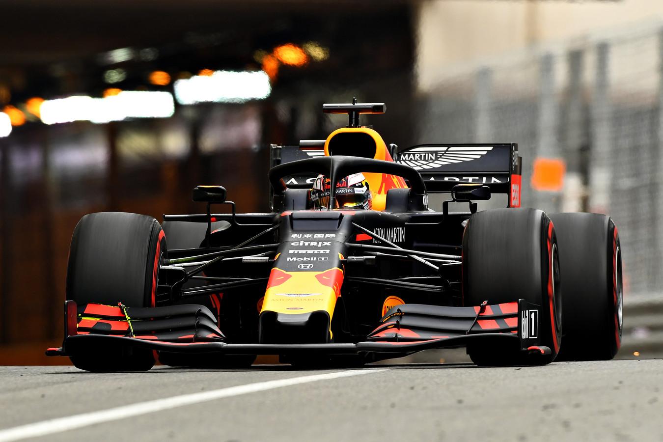 Max Verstappen tijdens de eerste vrije training in Monaco.