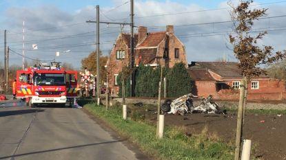Auto vliegt in brand na aanrijding door trein: meisje (9) en vrouw (68) komen om