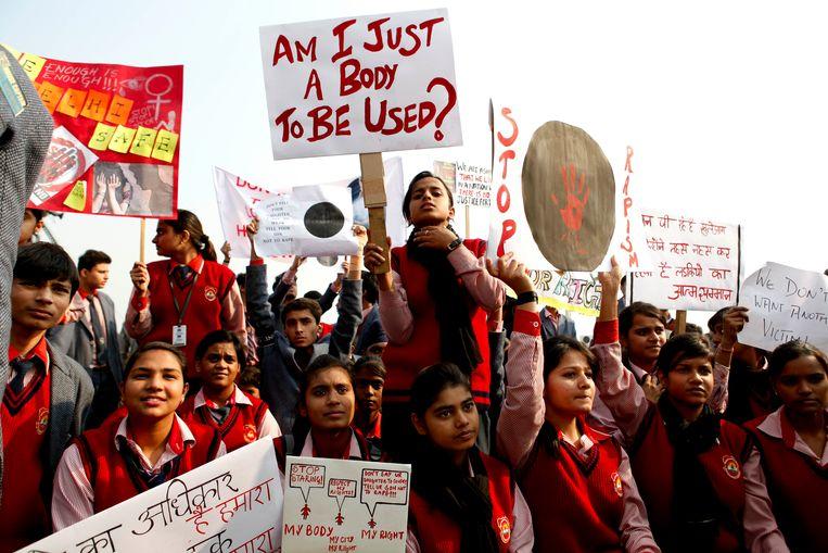 Scholieren in Delhi protesteren tegen seksueel geweld in India. Beeld ZUMA Press
