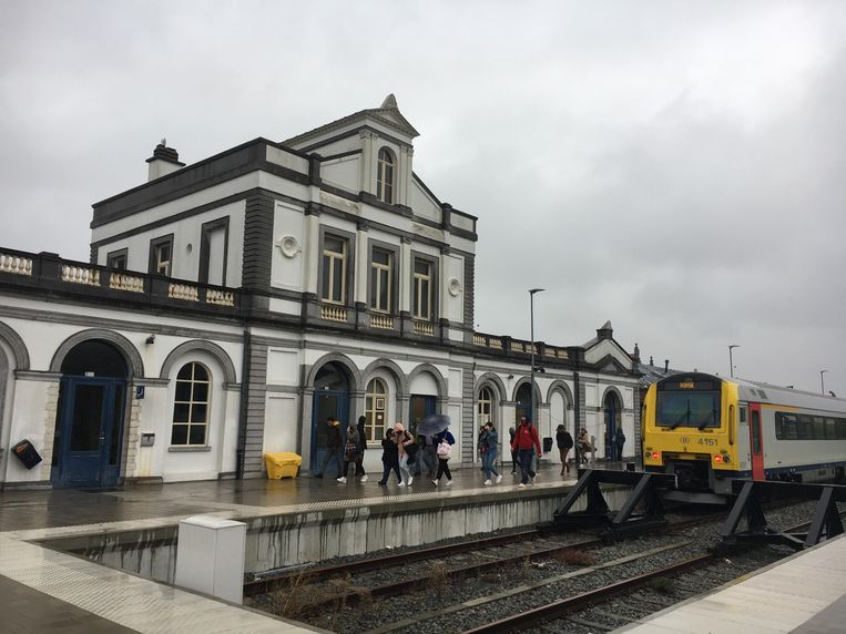 Wie van de trein stapt in Ronse zal ten laatste in 2023 vlot kunnen overschakelen op ander vervoersmiddelen in het mobipunt.