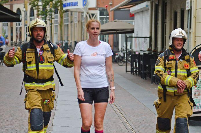 Brandweermannen Joan Oldersma (links) en Hendo Bijkerk doen aan de Urban City Run mee voor het goede doel.