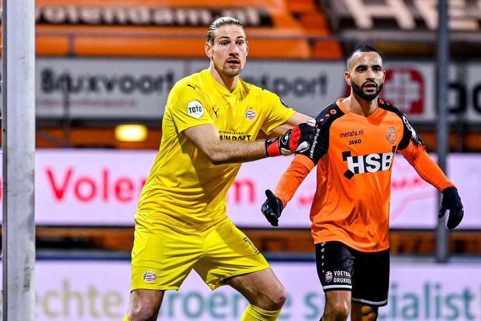 Lars Unnerstall (PSV) en Zakaria El Azzouzi van FC Volendam