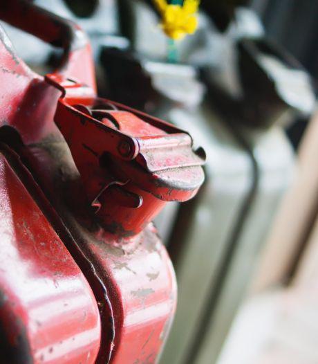 Man (70) ontkent dat hij buren met benzine overgoot: 'Er wordt een toneelstuk opgevoerd'