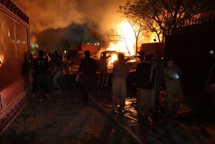 Het Serenahotel in Quetta gaat in vlammen op.