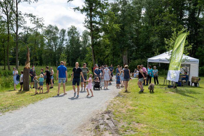 De eendenkooi werd feestelijk geopend vandaag, er was een massa volk aanwezig.