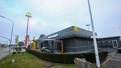 Via een gat in de muur de kluis van McDonald's kraken: 13 personen voor rechter