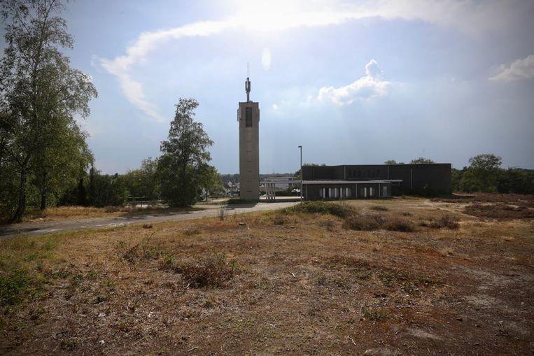 Het Sint-Jan-Baptistplein aan de kerk van Boxbergheide in Genk, waar enkele mannen het slachtoffer werden van de gewelddadige aanvallen van de jongeren.