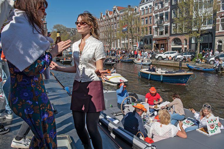 Koningsdag 2021, foto van de Prinsengracht in Amsterdam.  Beeld Guus Dubbelman/de Volkskrant