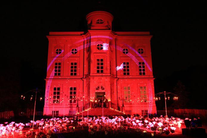 Het kasteel Hof ter Saksen werd feeëriek verlicht.