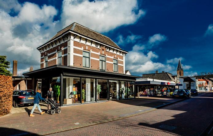 Winkels in klein dorp Olst doen het allemaal goed, tegen de stroom van leegstand in. Foto Rob Voss - www.robvoss.nl