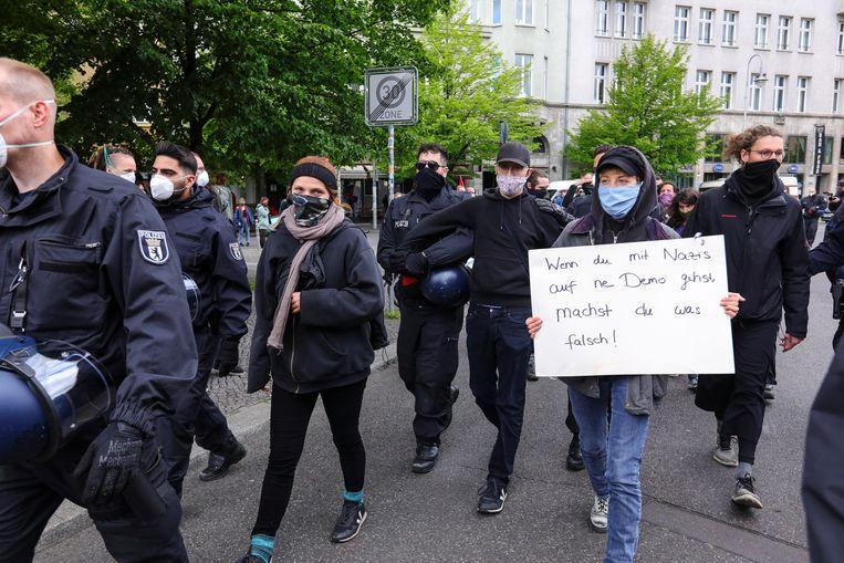 Linkse demonstranten zaterdag in Berlijn.  Beeld EPA