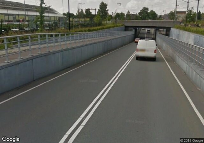 De spoorlijn vlakbij de Woonboulevard in Apeldoorn, waarover teveel risicotreinen denderen.