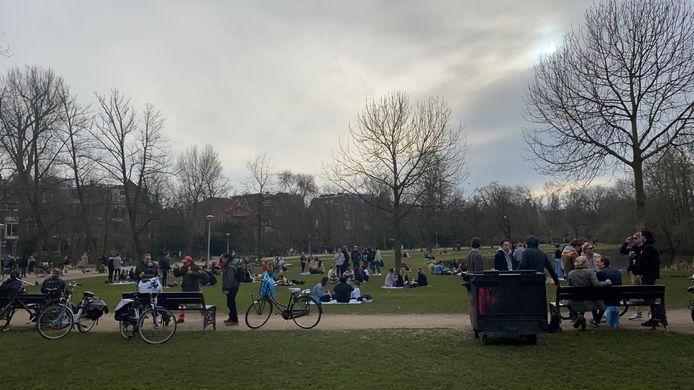 Het is wat drukker aan de oostkant van het park, net als woensdag.