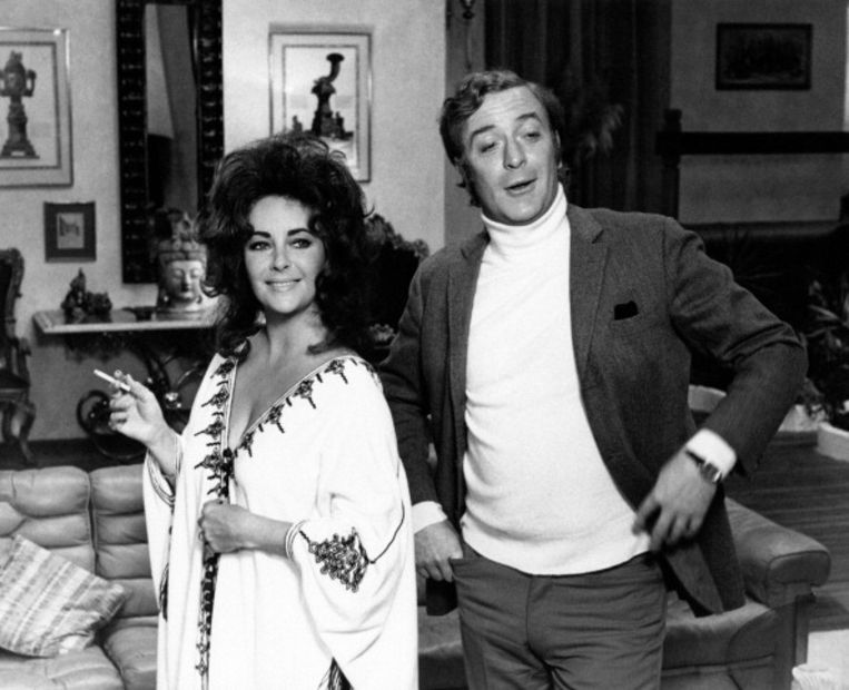 Elizabeth Taylor en Michael Caine op de set van Zee and Company, 1972. Beeld Mondadori via Getty Images
