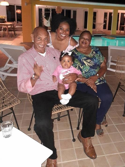 Alan Thodé met zijn vrouw, dochter en kleindochter.