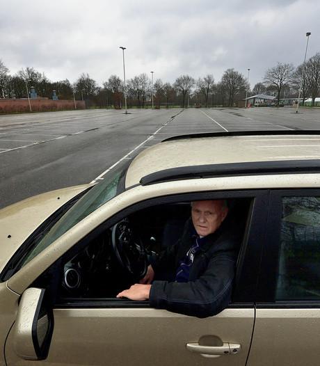 Racen tussen geparkeerde auto's en lachgasampullen in Roosendaal