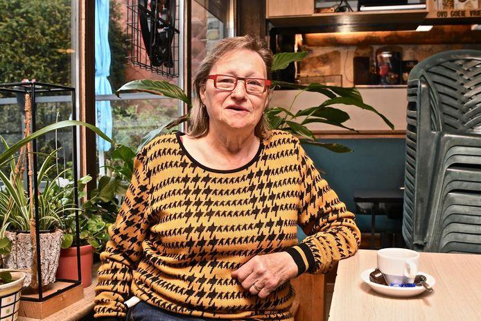 Cafébazin Metje wil doordoen tot ze sterft.