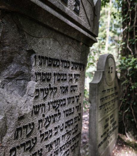Joodse begraafplaats 's-Heerenberg door opknapbeurt in ere hersteld