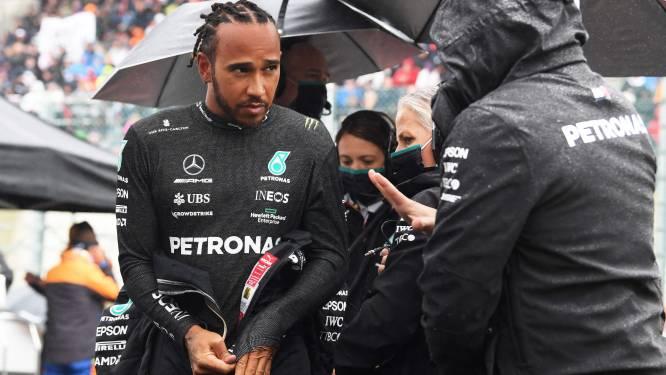 """Lewis Hamilton wijst naar F1-bazen nadat fans in de kou blijven staan: """"Die twee rondjes draaiden alleen om het geld"""""""