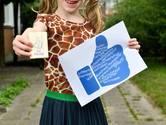 Kinderen geven afscheidscadeautjes aan hun leraren: 'Hartstikke bedankt, juf!'