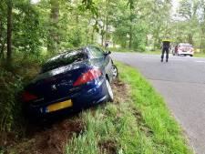 Auto raakt van de weg in Fleringen