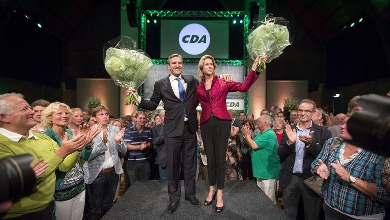 CDA-lijsttrekker Sybrand van Haersma Buma samen met Mona Keijzer op de verkiezingsavond van het CDA. Beeld anp
