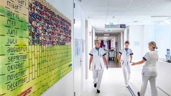 Stewardessen helpen ziekenhuis tijdens babygolf: 'Gisteren was ik in Athene, morgen vlieg ik naar Rhodos'