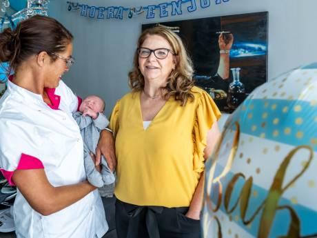 Corona-geboortegolf zet zorg aan kersverse moeders en baby's onder druk: 'Gezellig kletsen? Geen tijd'