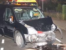 Twee auto's botsen op elkaar in Voorthuizen