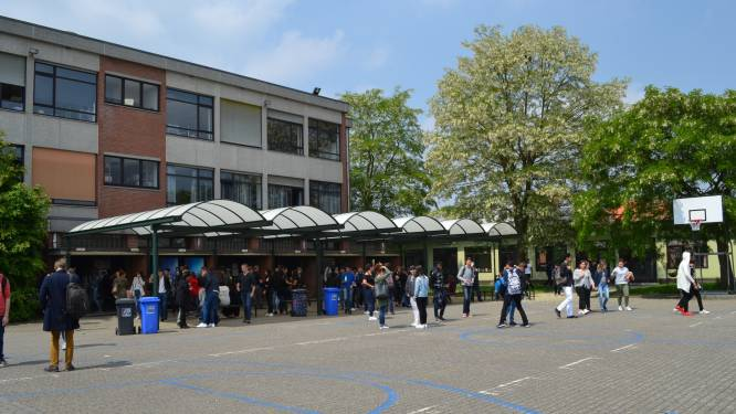 Atheneum Willebroek plaatst eigen 'Internet of Things'-antenne