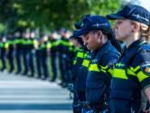 Tweehonderd agenten brengen eerbetoon aan overleden collega Nick (24): 'Dit is een laatste groet'