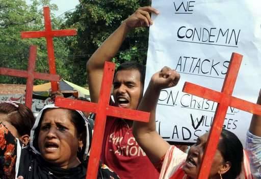 Christenen protesteren tegen het geweld in Lahore.