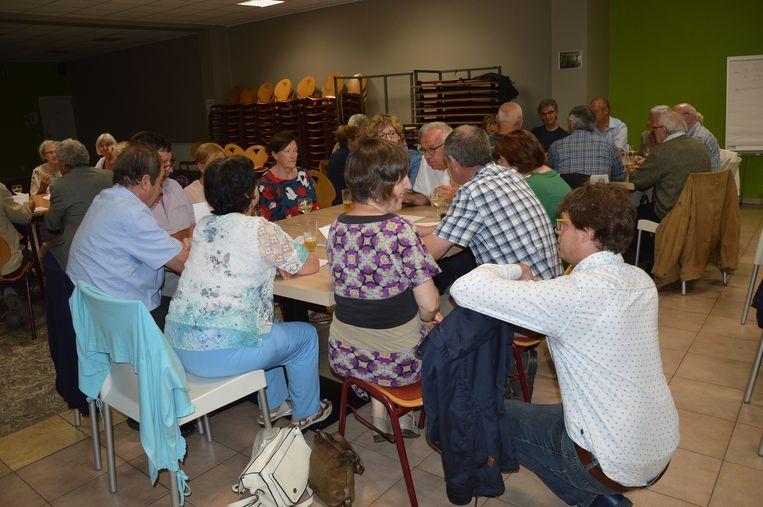 De inwoners bespreken de toekomst van de Haaltertse kerken.