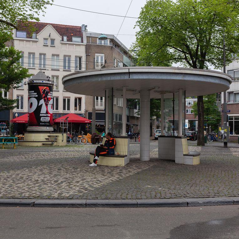 Abri en peperbus aan het Van Limburg Stirumplein, wachtruimte voor tramlijn 3 tussen Flevopark en Westergasfabriek. Beeld Nina Schollaardt
