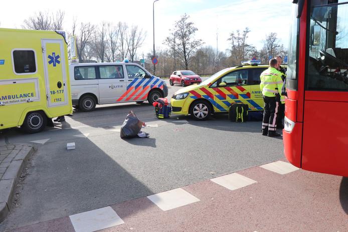 Fietsster aangereden door stadsbus in Werkendam.