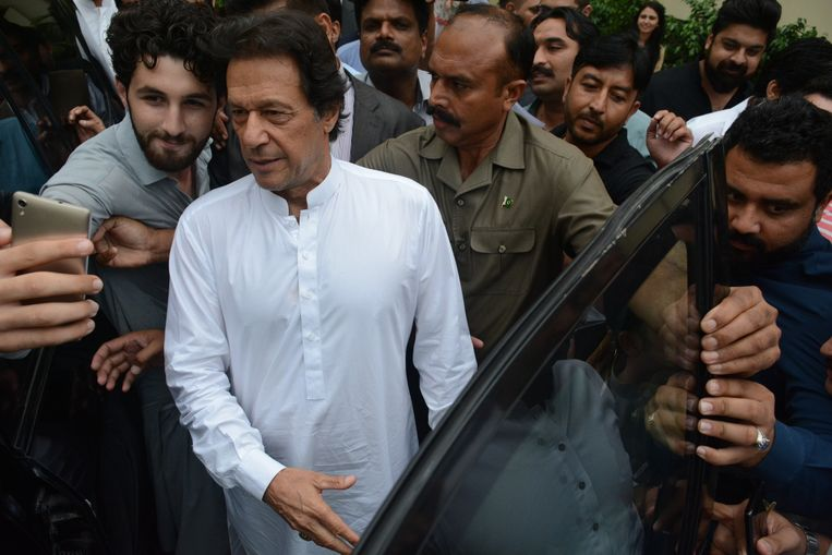 Imran Khan op 8 augustus in Islamabad, na het bijwonen van een partijbijeenkomst. Beeld EPA