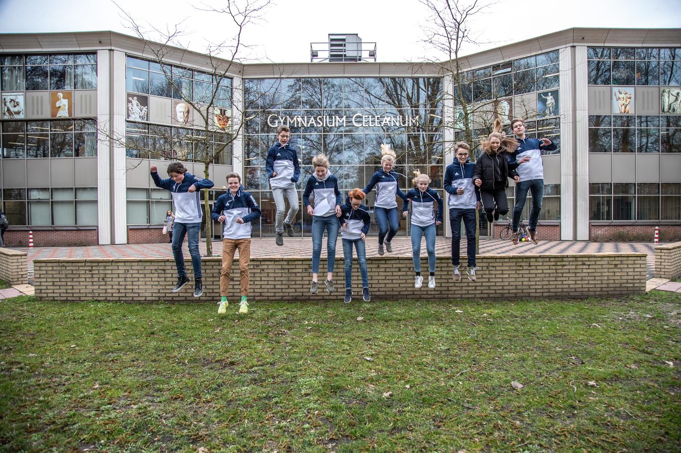 Gymnasiumstudenten uit Zwolle racen met een duurzame sportauto tijdens Shell Eco Marathon. Ze zijn een van de weinige middelbare scholen die meedoen.
