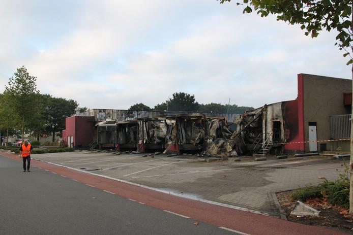 De ochtend na de brand is de ravage aan de Liessentstraat pas echt goed te zien.
