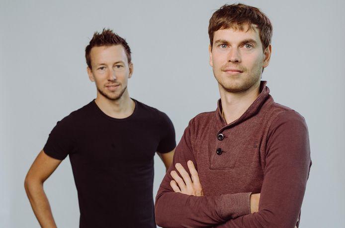Jonas Delrue (l) en Kristof Van Stappen (r) startten drie jaar geleden hun IT-bedrijf Jimber op.