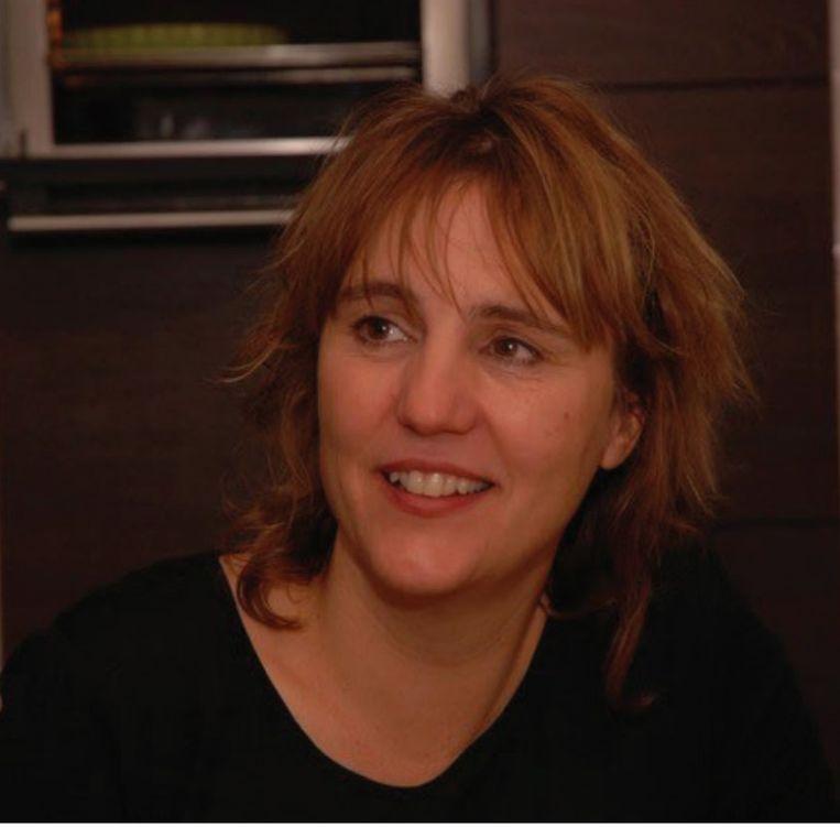 Anneloek Sollart, documentairemaker van de film De Beveiligers. 'Het ene moment wil ik meer poortjes, de andere keer schrik ik ervan hoeveel camera's er bij de Rotterdamse metro hangen.' Beeld
