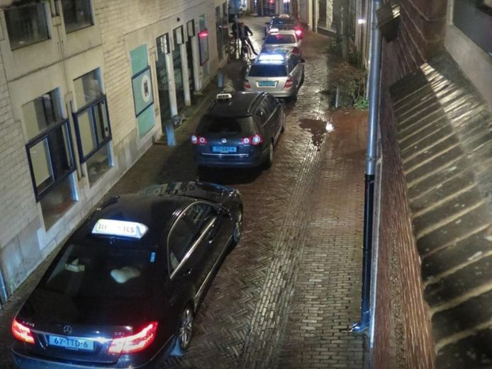 Taxi's zorgen voor overlast in de Amersfoortse binnenstad.