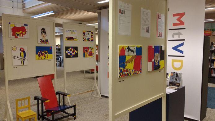 In de bibliotheek in Vught zijn al 'Mondriaantjes' te zien (foto: Marion Janssen - Quaadvliet)